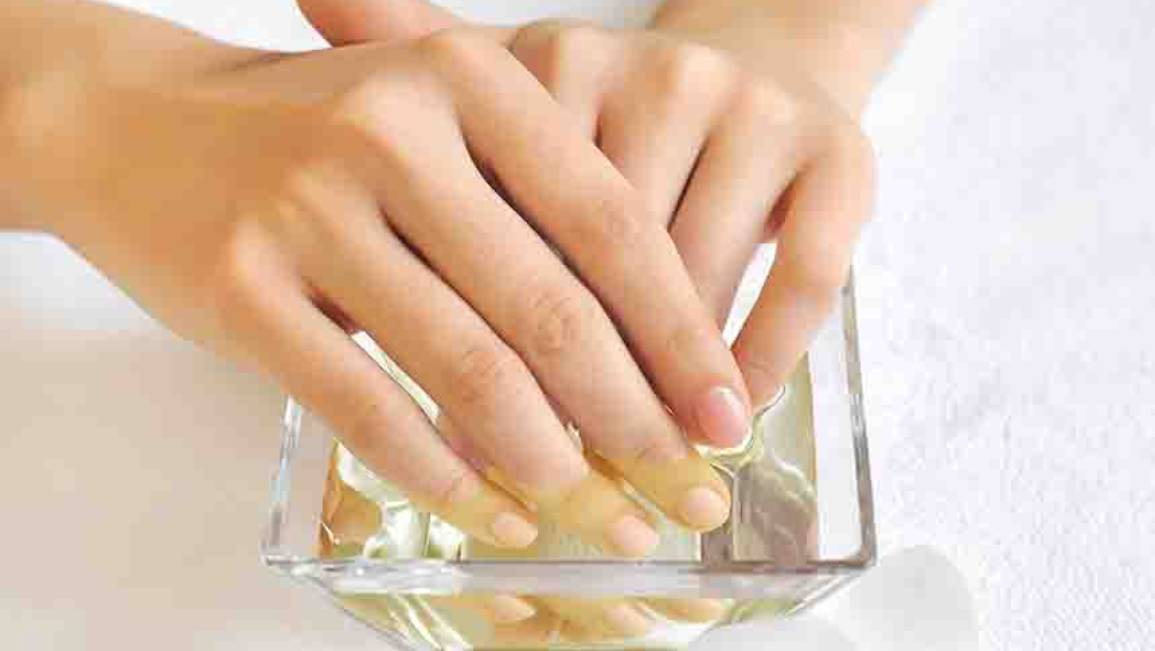WHY YOU SHOULD NEVER SOAK YOUR NAILS BEFORE A MANICURE
